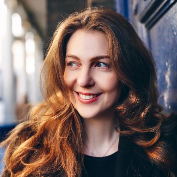 Julia  Burbach - Profile picture